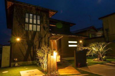 千葉県横芝光町 【上品な昼と可憐な夜の姿を持つエクステリア】