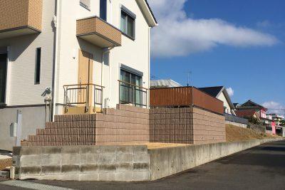 千葉県銚子市 【階段を移動して駐車スペースを倍に】
