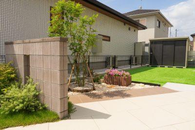 千葉県旭市【グリーンが映える、建物を引き立てる門まわり】