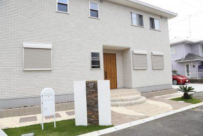 千葉県旭市 【自然石と緑が調和するファサード空間】
